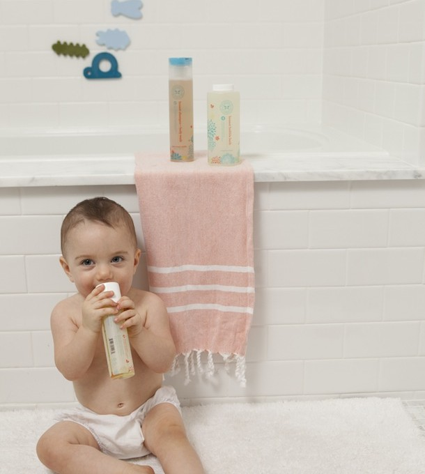 Phoebe's Bath Time with Honest Co, photo by Buff Strickland | Camille Styles