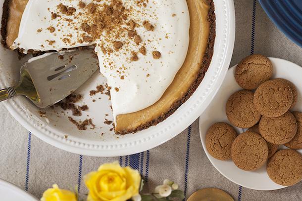 Tuesday Tastings :: Pumpkin & Gingersnap Pie | Camille Styles