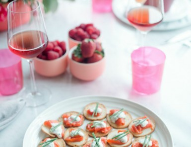 Smoked Salmon Bites with Horseradish Crème