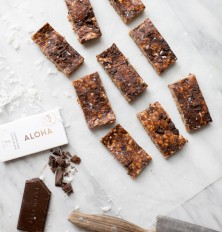no-bake peanut butter-chocolate chunk granola bars (vegan & gluten-free)