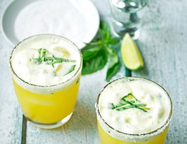 Passion Fruit and Lime Margarita / 10 Best Cinco De Mayo Cocktails