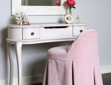 vanity table & stool // little girls' pink & white bedroom