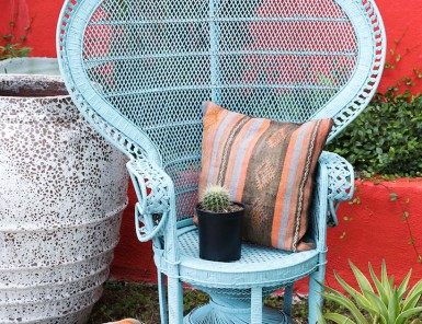 How to repaint a rattan peacock chair