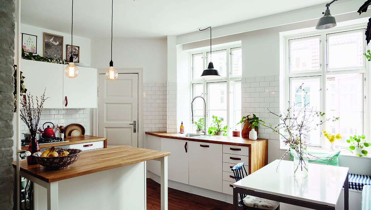 Clean, White Kitchen // Decorating Tips For the Life You Want
