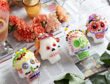 decorating sugar skulls for dia de los muertos