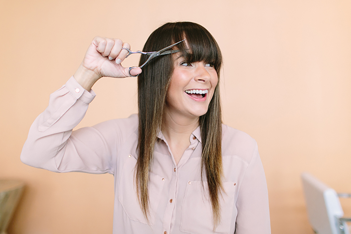 How to cut your bang yourself. Advice of professionals