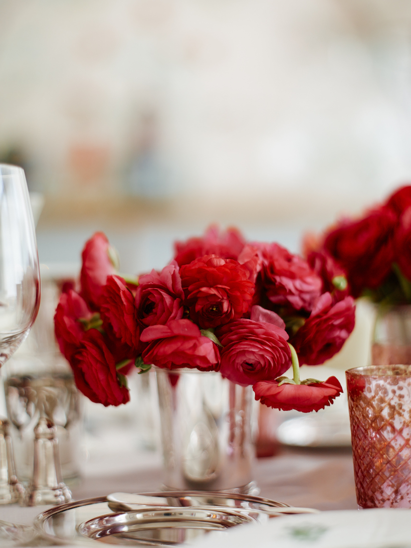 A Holiday Table & Floral Decor| Laura Vinroot Poole shares her holiday secrets.