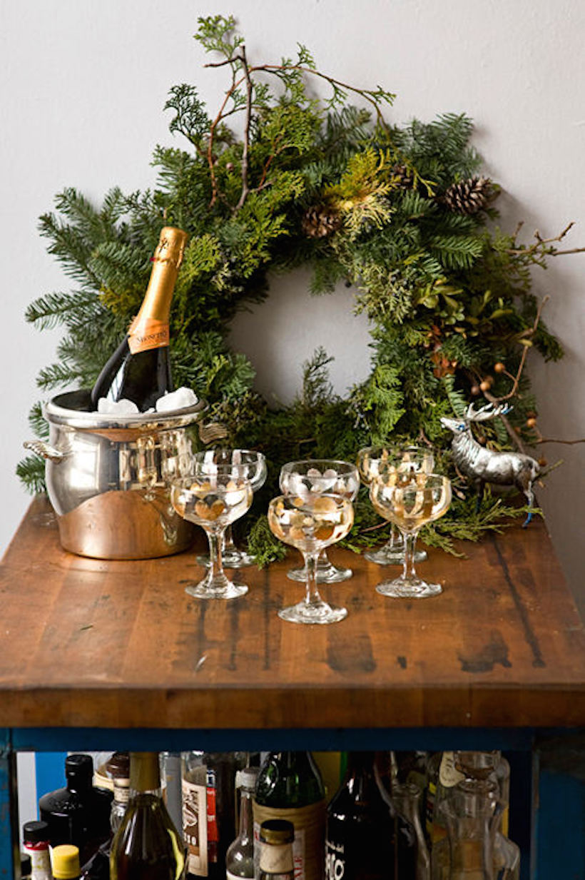 holiday champagne bar // great idea for decorating in a small space!