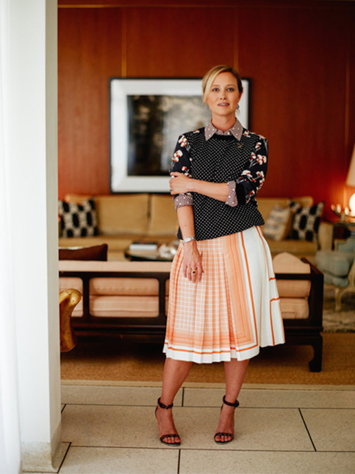 chic holiday hostess outfit