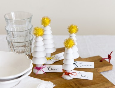 DIY place cards out of cute wooden Christmas trees