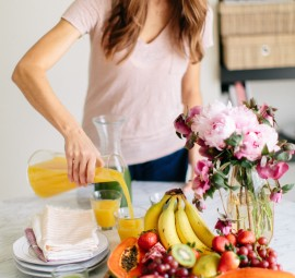 Love the idea of mixing fruits and flowers for a cute brunch tablescape.