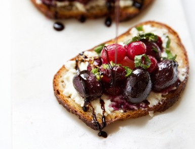 caramelized grape crostini - perfect 5-minute appetizer for an easy dinner party