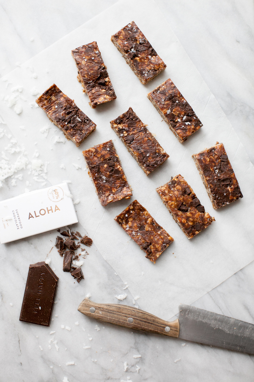 No-Bake Peanut Butter-Chocolate Chunk Granola Bars are the stuff of pre-workout snack heaven. Trust me!