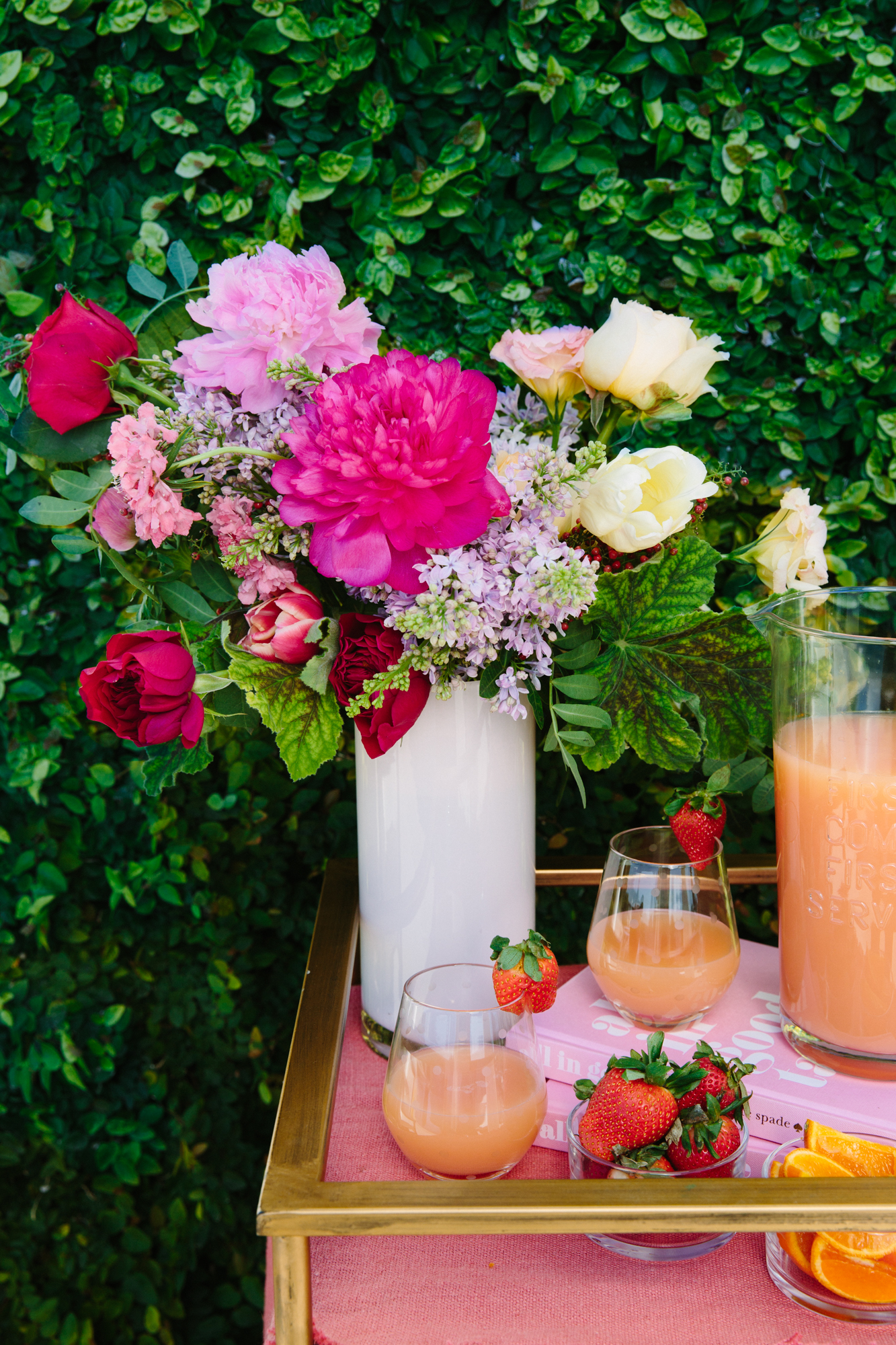garden party centerpieces with springtime flowers // garden roses, peonies, lilacs, ranunculus