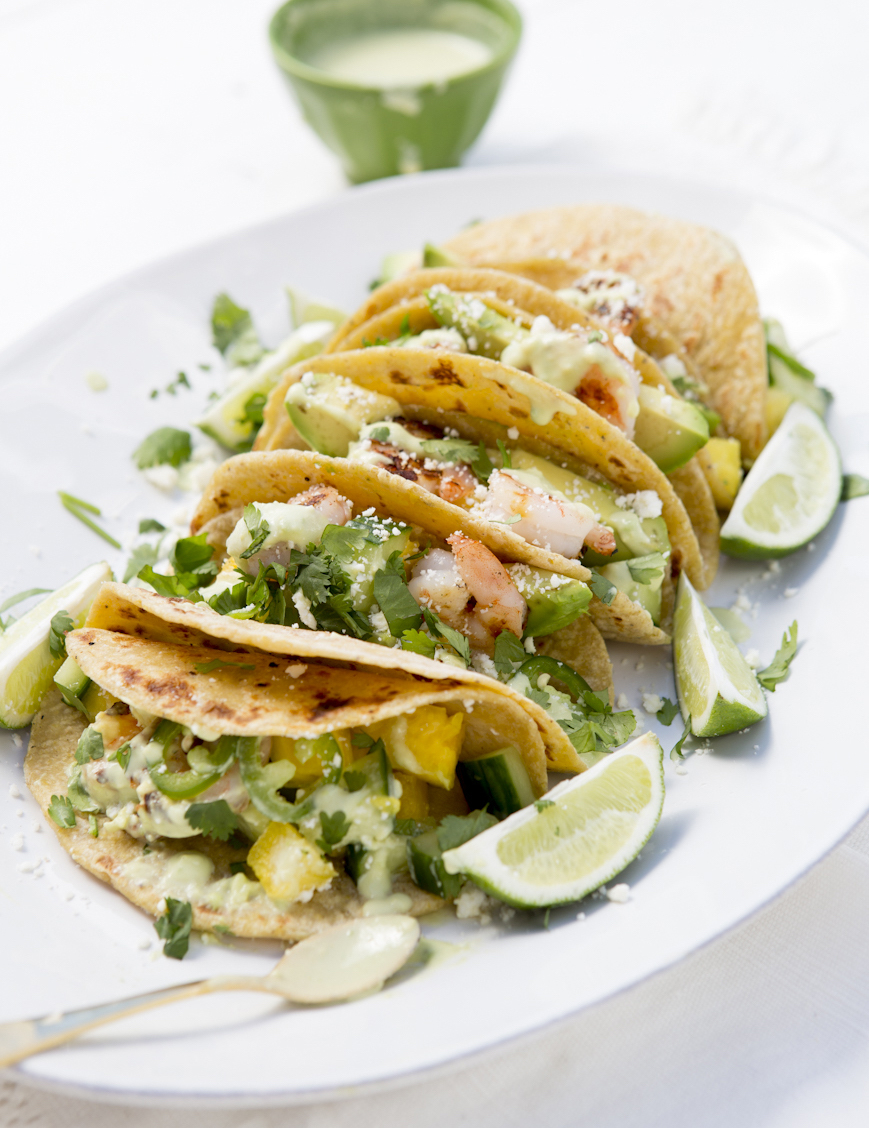 These shrimp tacos with cucumber and pineapple are healthy and so delicious!