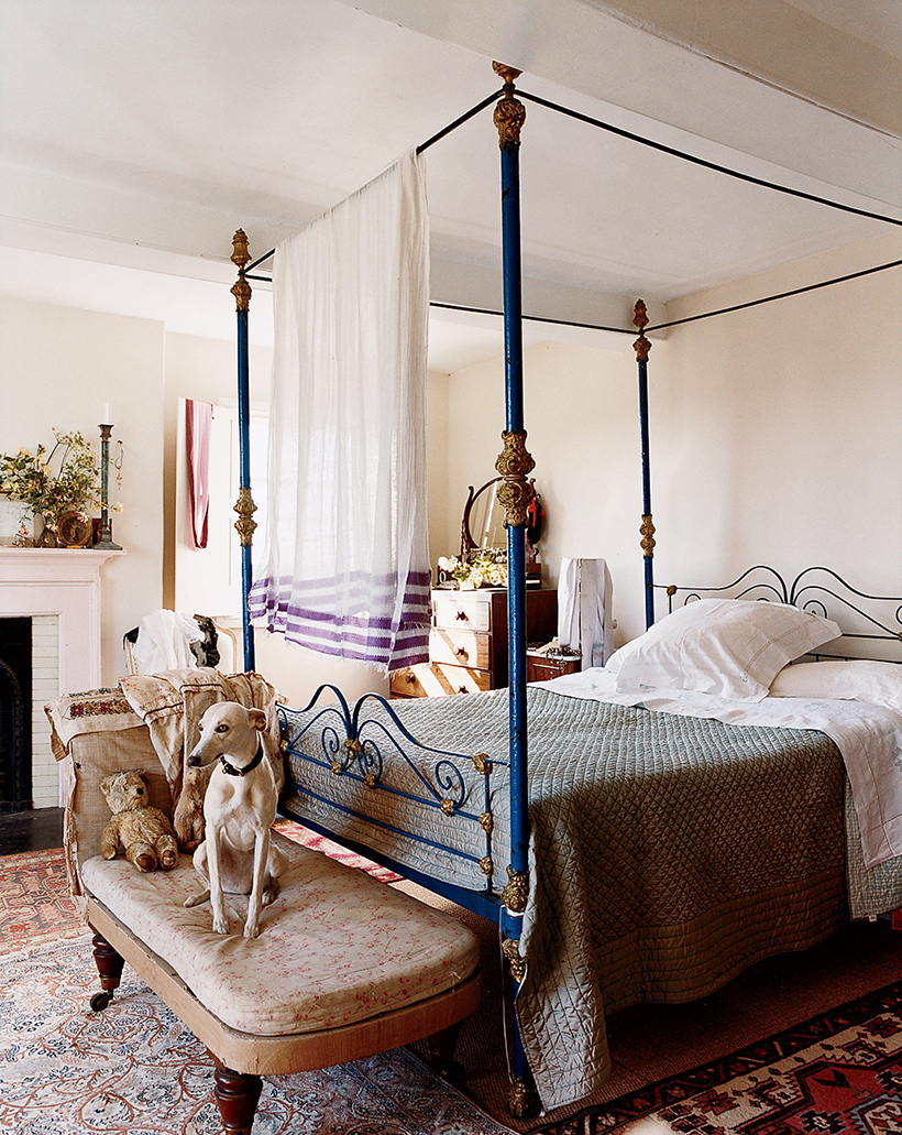 iron canopy bed. u201c & 13 Dreamiest Canopy Beds - Camille Styles