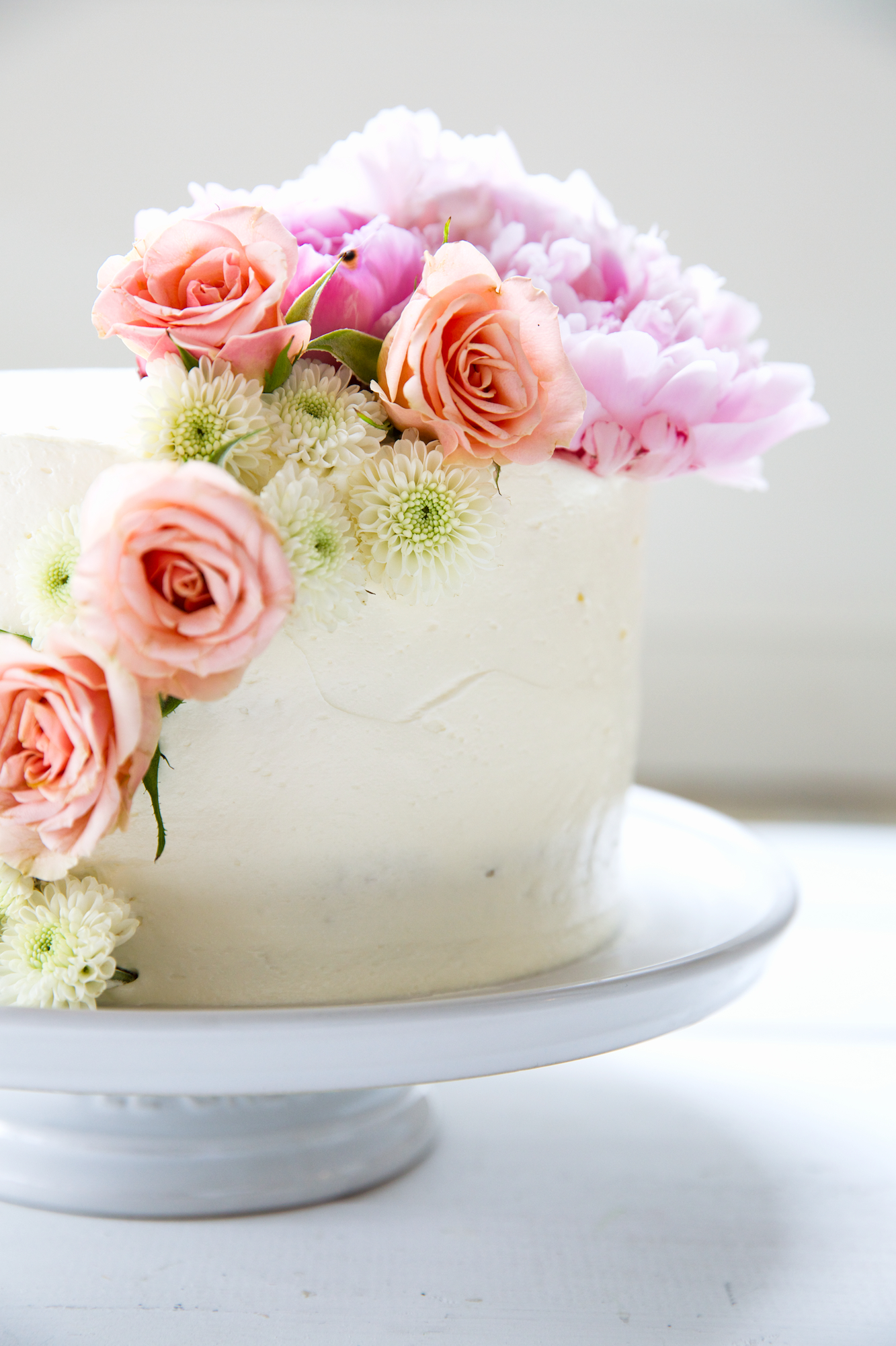 host to frost a birthday cake