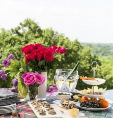 Outdoor entertaining is our favorite thing during the spring