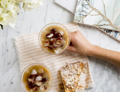 Homemade Iced Caramel Latté Recipe -- way less expensive than the coffeeshop versions and so delicious!
