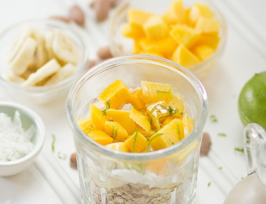 Tropical Paradise Overnight Oats -- love a breakfast that I can completely make the night before!