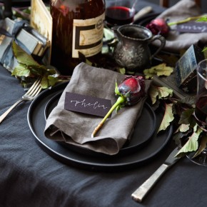 we've never seen a halloween table this gorgeous