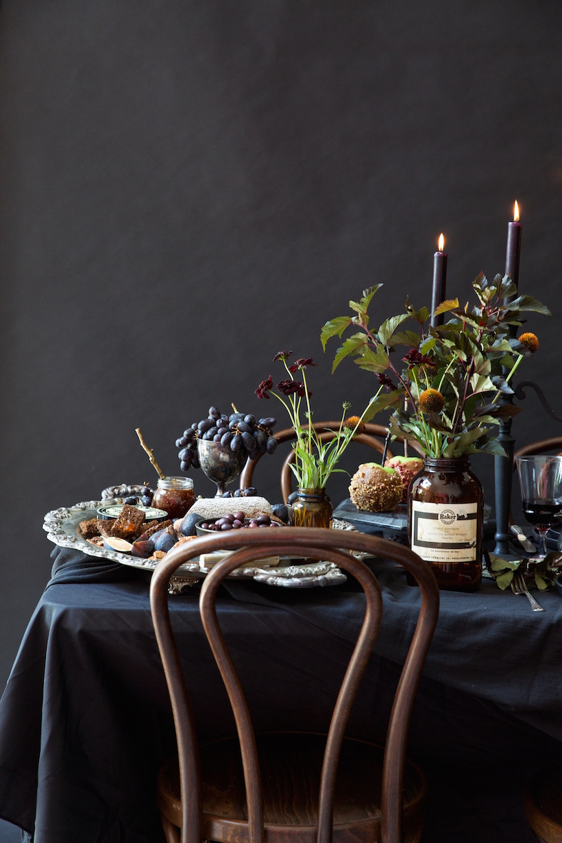 an insanely gorgeous all black halloween table