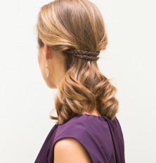 So pretty. Would be a perfect bridal hairstyle!