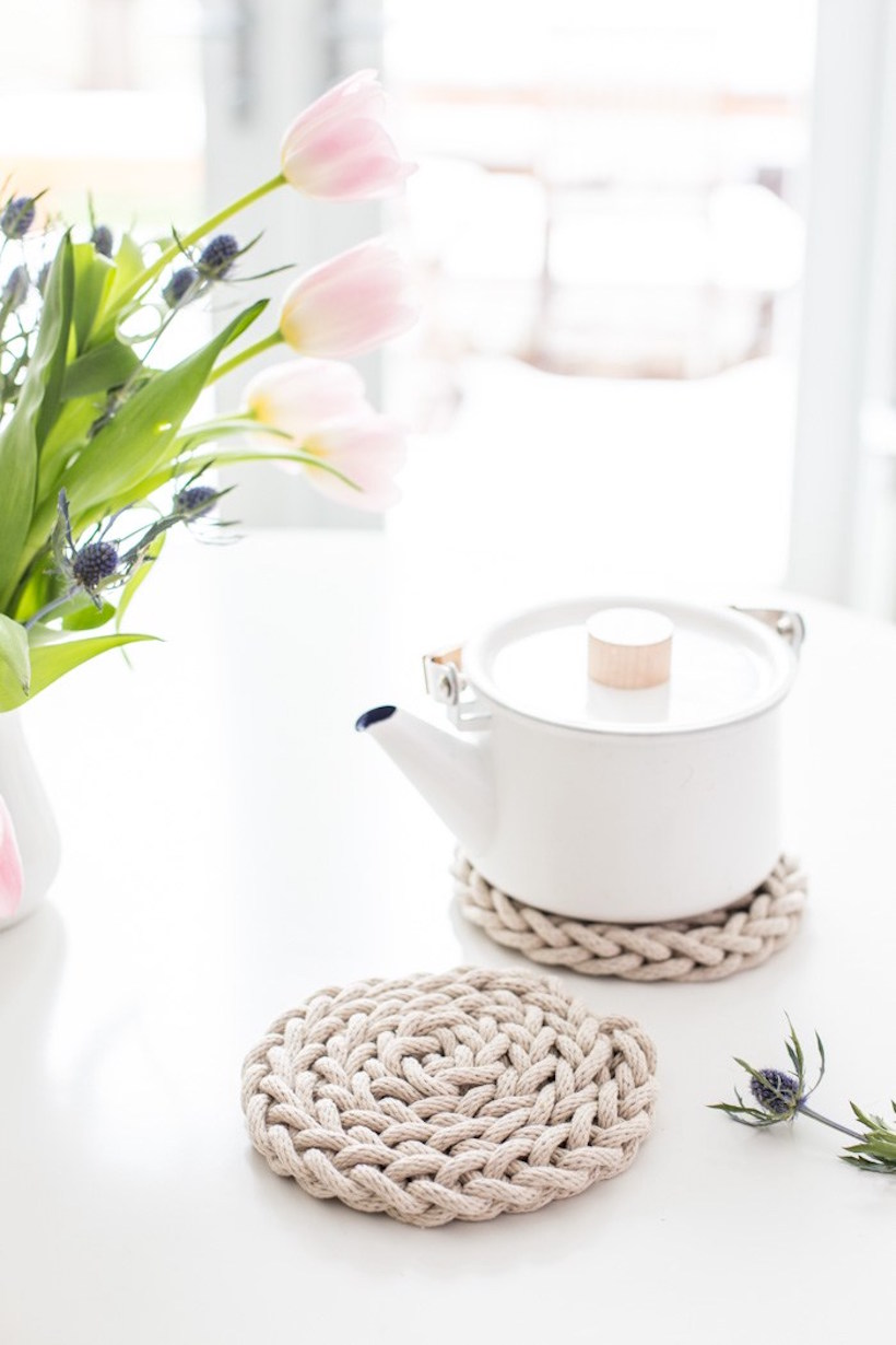 diy hand knitted trivet