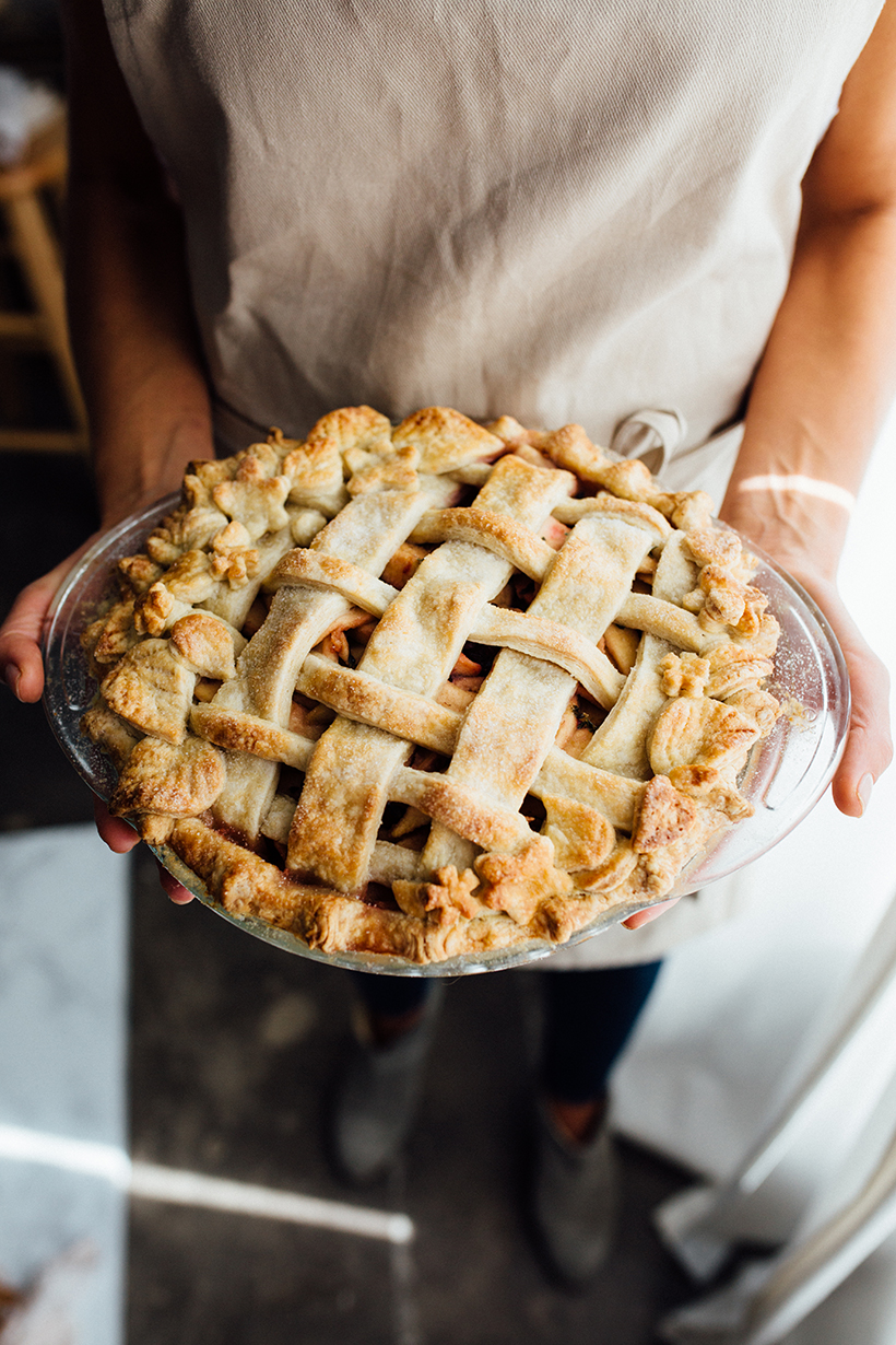 How to Decorate the Prettiest Pie Crust Ever for Thanksgiving
