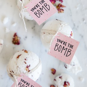 DIY Valentine's Day BATH BOMBS!