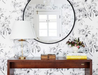 obsessed with the wallpaper in this entryway