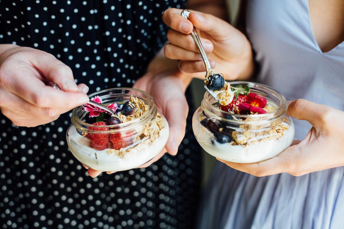 berry & greek yogurt parfaits