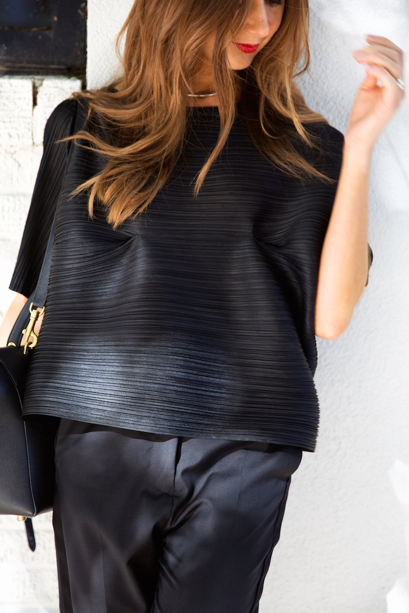 how to wear black from head-to-toe