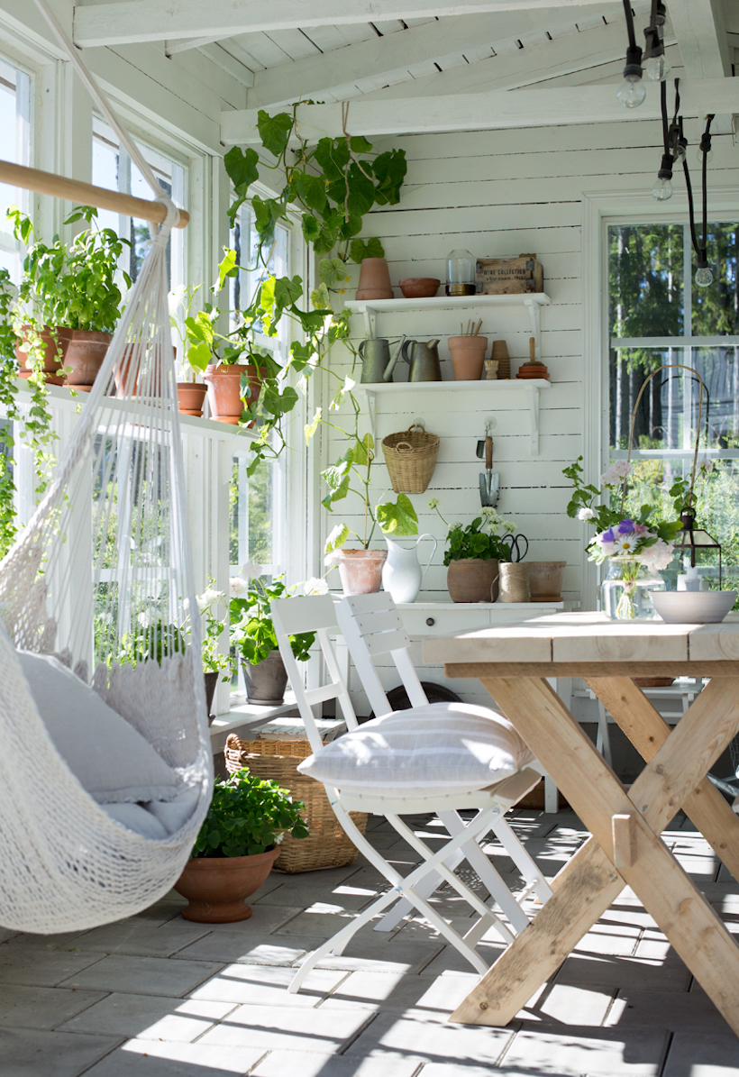17 light filled sunrooms that bring the outdoors inside for Solarium room