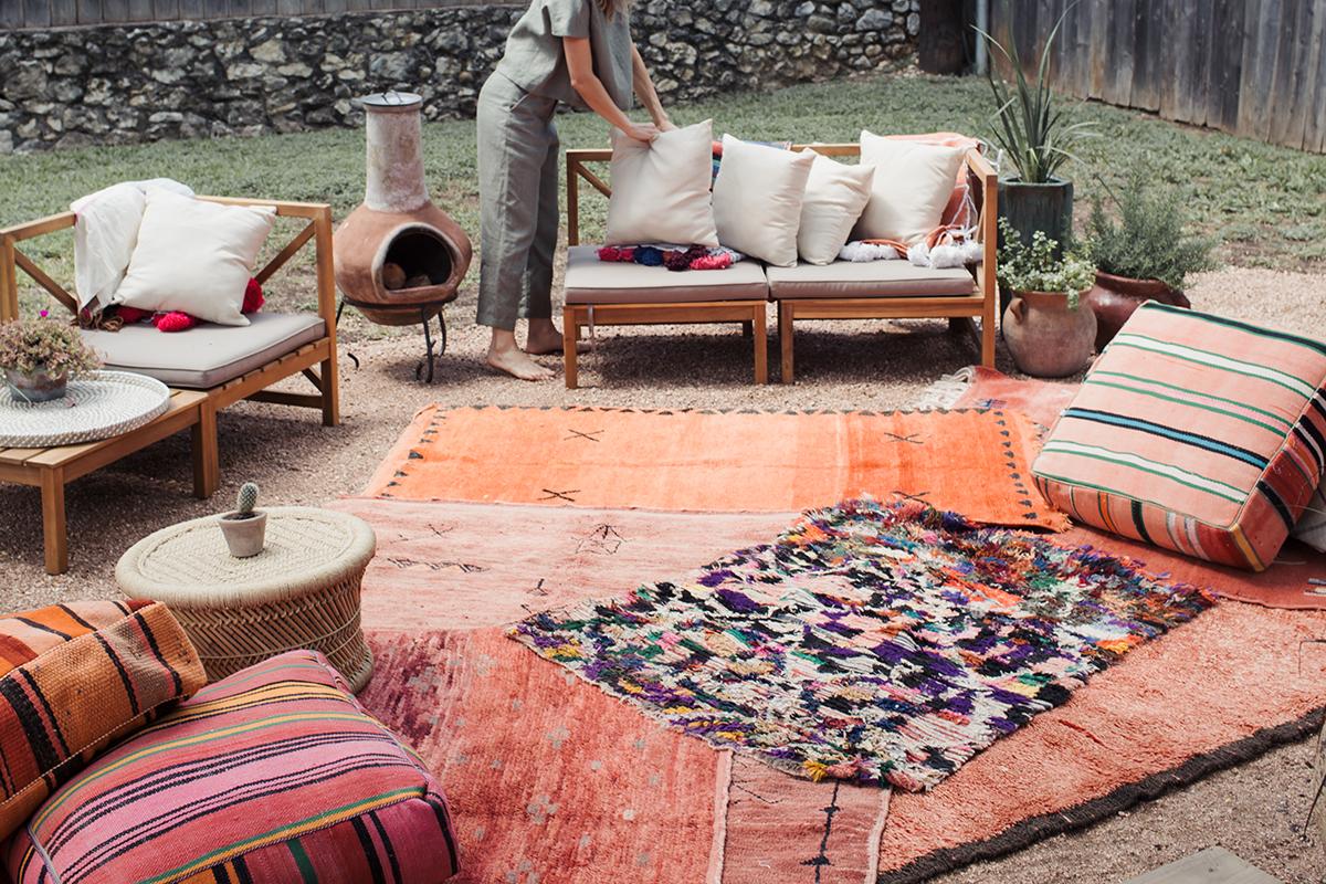 Beautiful backyard lounge setup