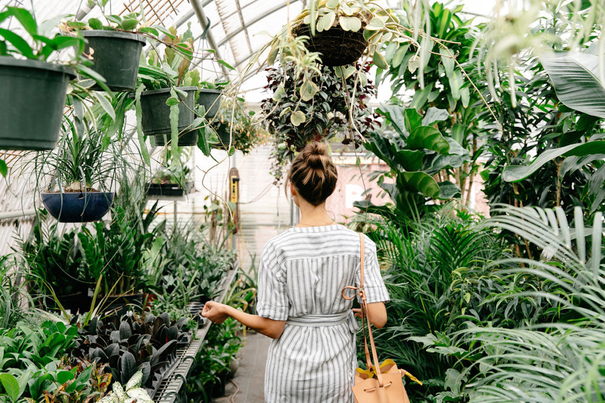 What to Wear on a Plant Shopping Weekend - Camille Styles