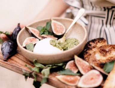 burrata with figs, pesto, & grilled bread