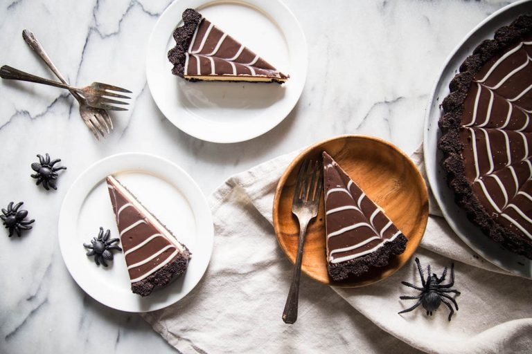 This No-Bake Oreo Cheesecake Is the Halloween Dessert of Our Dreams