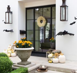 spooky and chic front porch halloween decorations