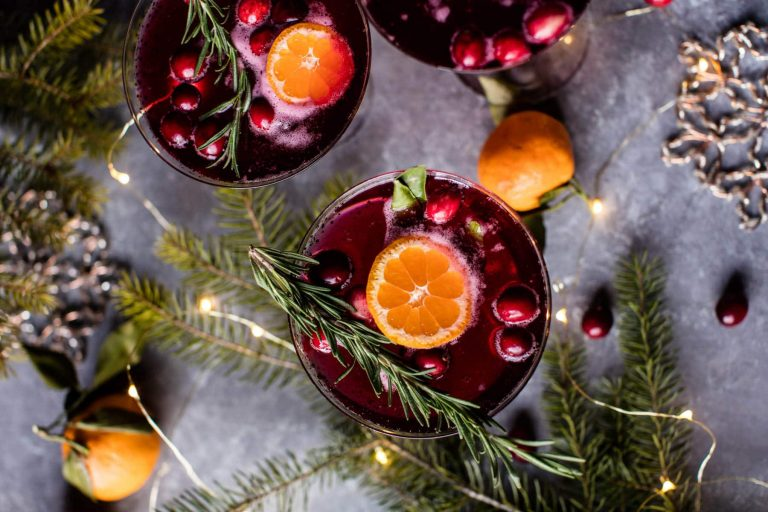 The 7 Most Popular Holiday Cocktails on Pinterest