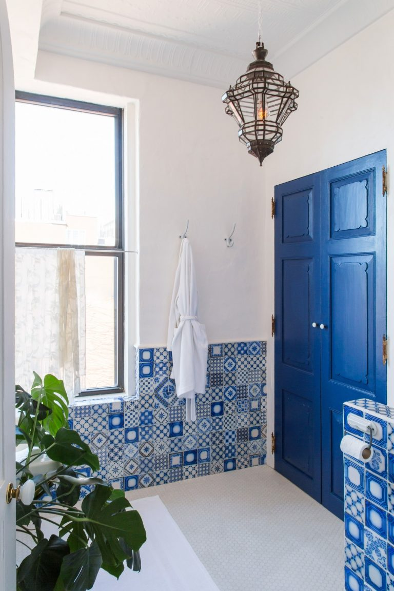 5 Ideas To Steal From This Mediterranean Inspired Bathroom