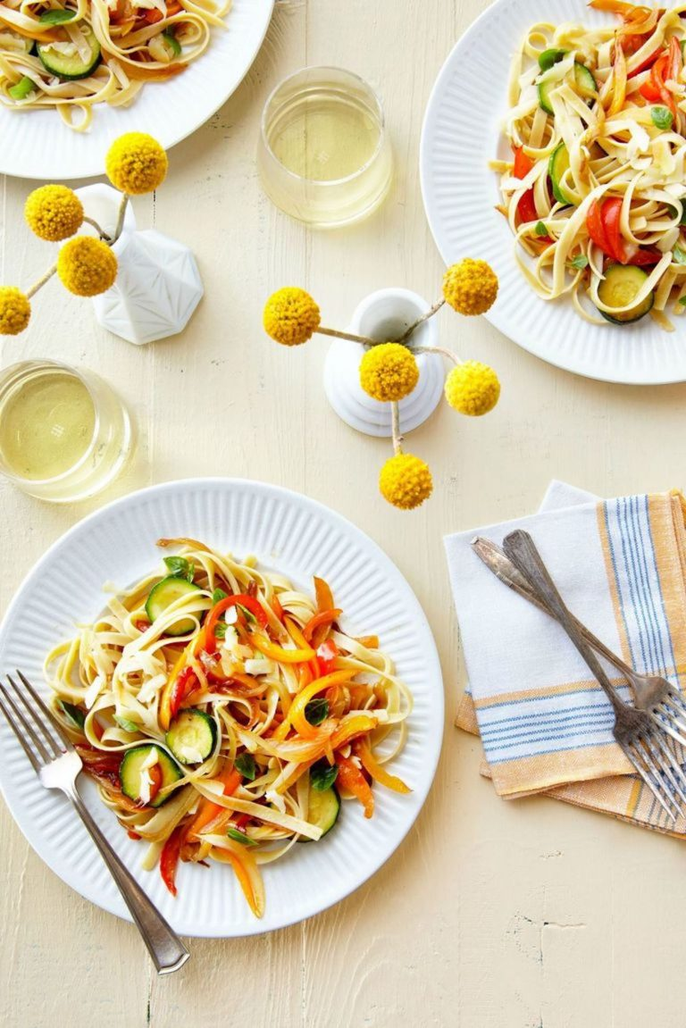 healthy zucchini noodles, healthy lunch recipe