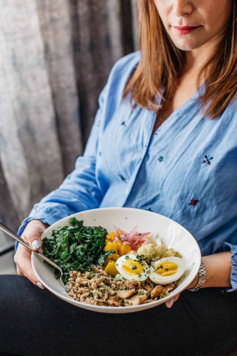 roasted farro bowl with cauliflower and kale, healthy dinner recipe