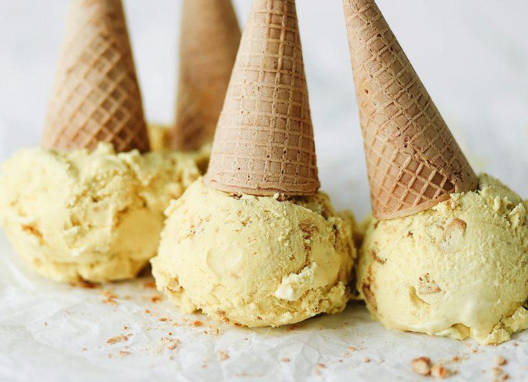 haldhi doodh sorvete, seu leite com leite dourado favorito em um sorvete!