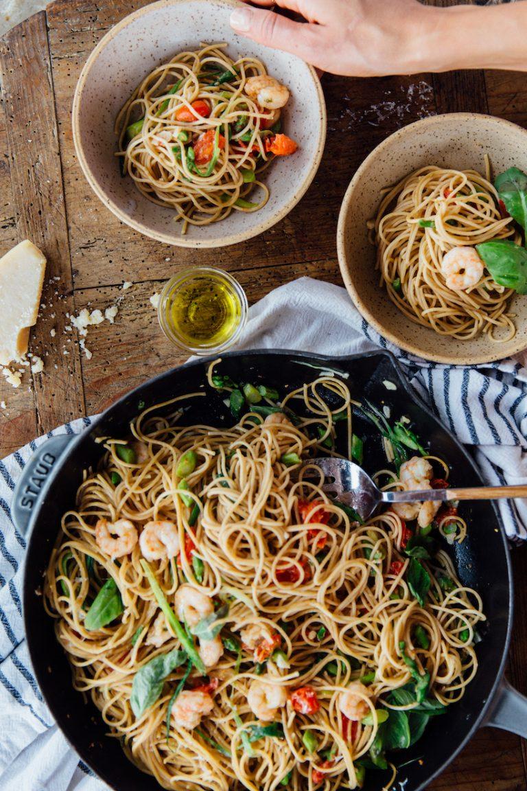 Linguine with Garlicky Shrimp, Asparagus, & Tomatoes