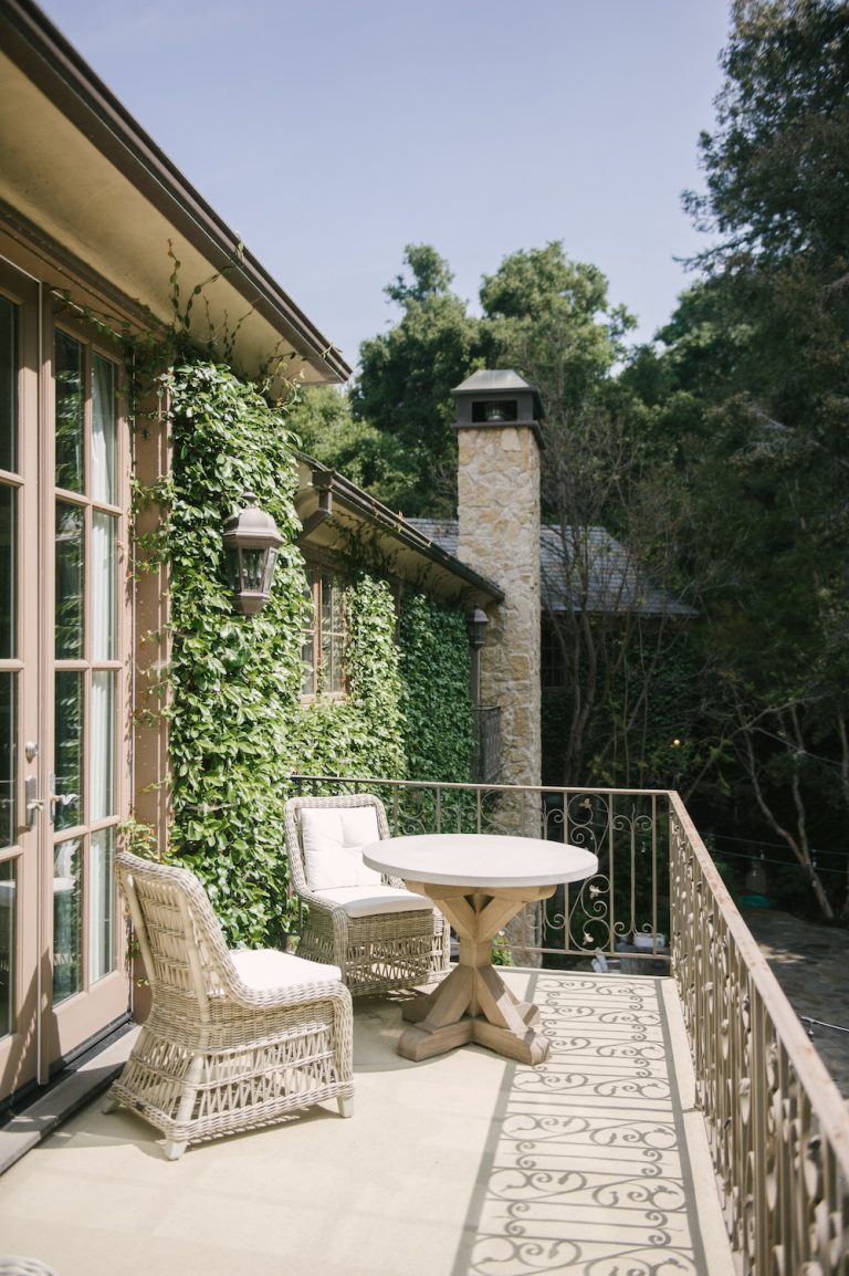 dream patio, balcony, ivy, outdoor furniture