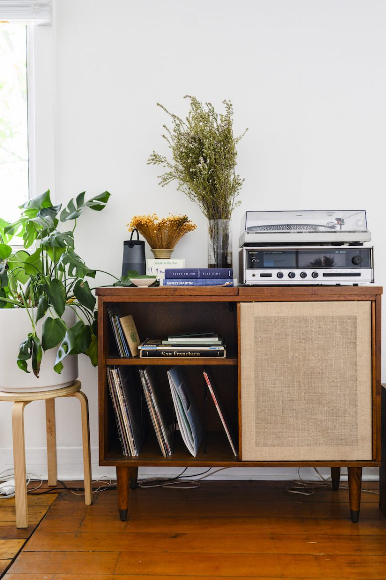 Ally Walsh, Canyon Coffee at home, record player