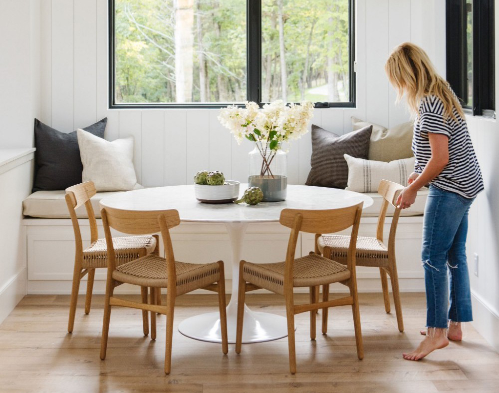 These Round Dining Tables Prove You Need One In Your Life