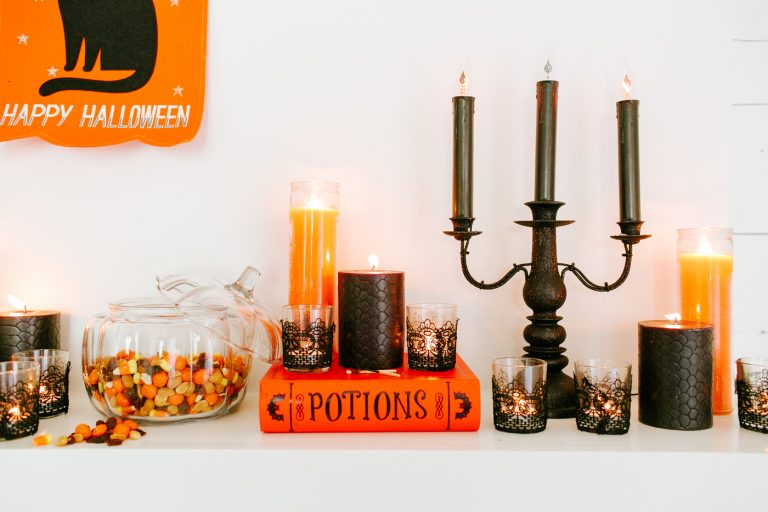 The Only 5 Things You Need to Host a Spooktacular Halloween Movie Night
