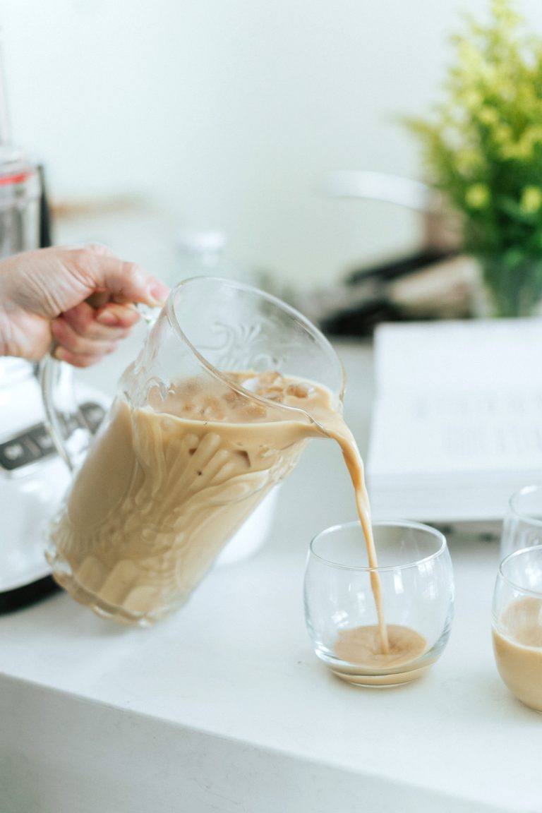 increíble bebida mezclada con leche de nueces y especias